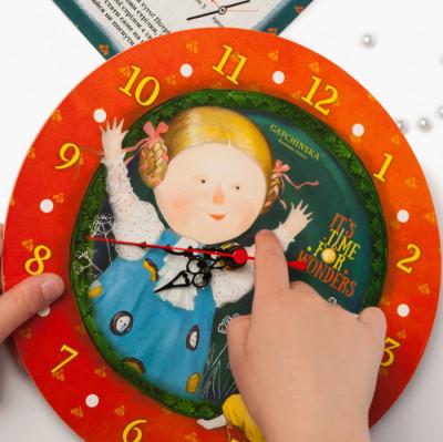 Годинник зі стрілками. Аліса в країні див. Гапчинська