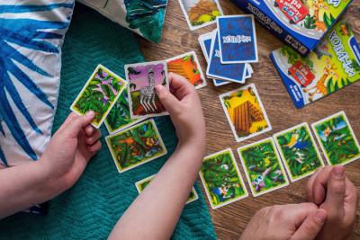 Настільна карткова гра. Хованки